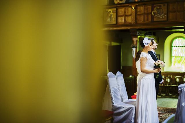 młoda para w kościele w Łagowie