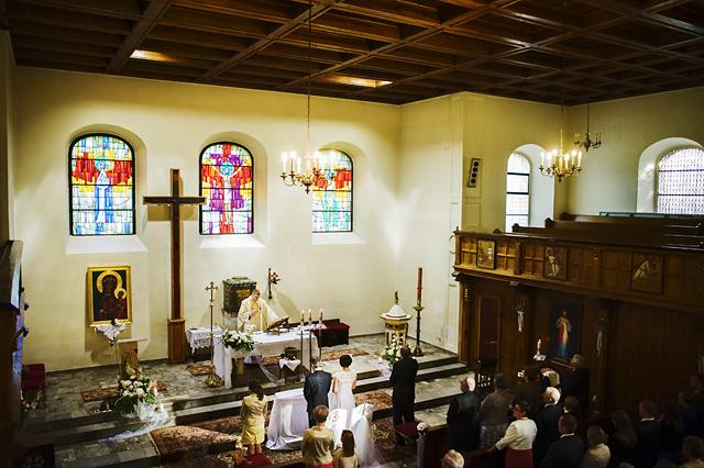 zdjęcia wnętrza kościoła