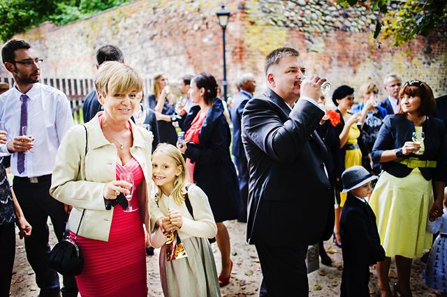 foto gości z szampanem