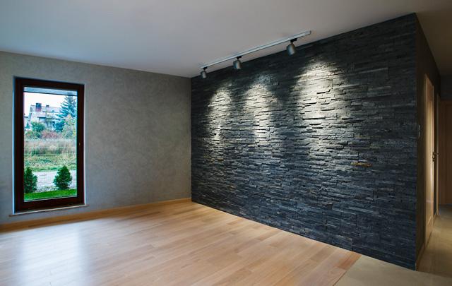 ściana z kamienia