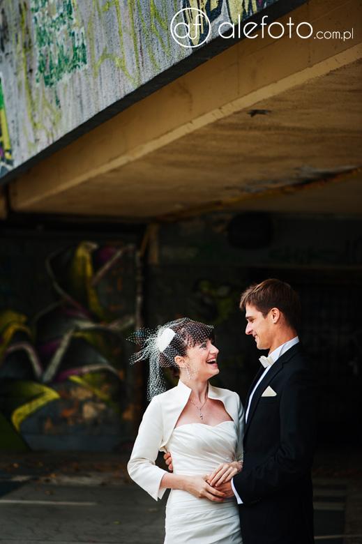 wesoły i romantyczny plener ślubny