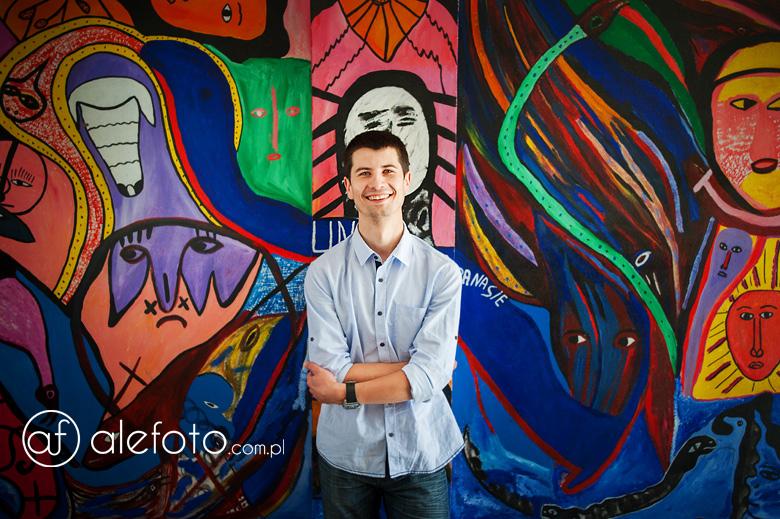 portret z graffiti w tle