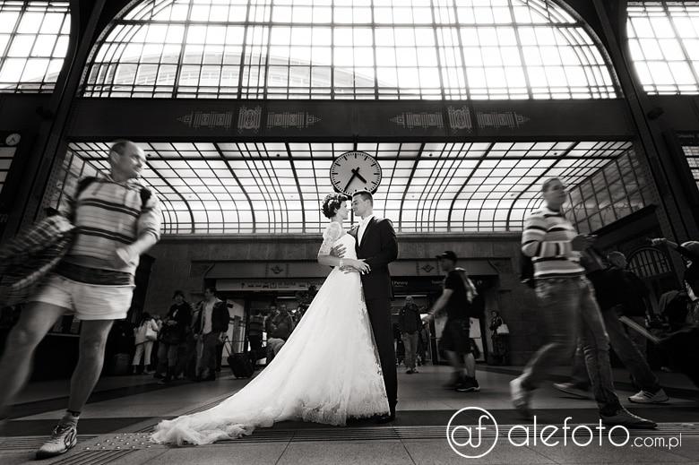 zdjęcia ślubne na dworcu głównym we Wrocławiu