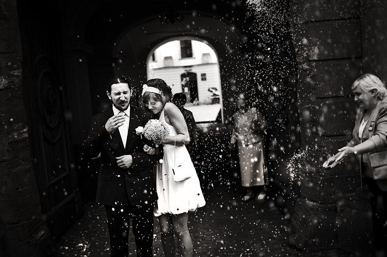 Trudne momenty do fotografowania podczas ślubu – poradnik dla fotografów