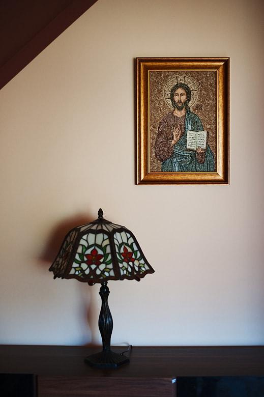 zdjęcia młodego księdza