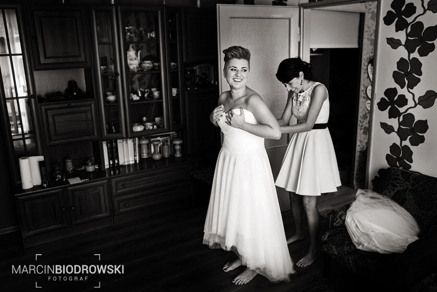 fotografia czarno-biała na ślubie