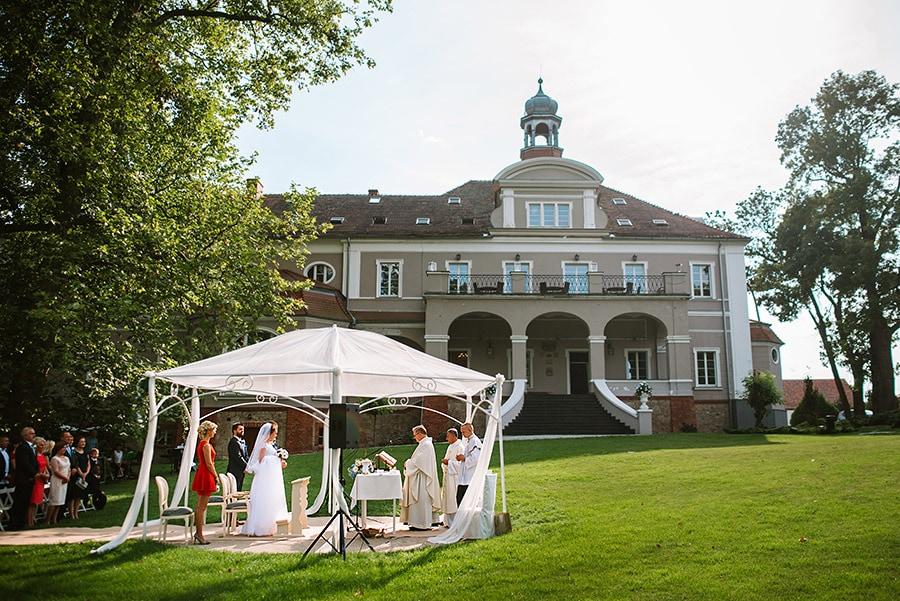 zdjęcia ślubne z Pałacu Konary w Przewornie