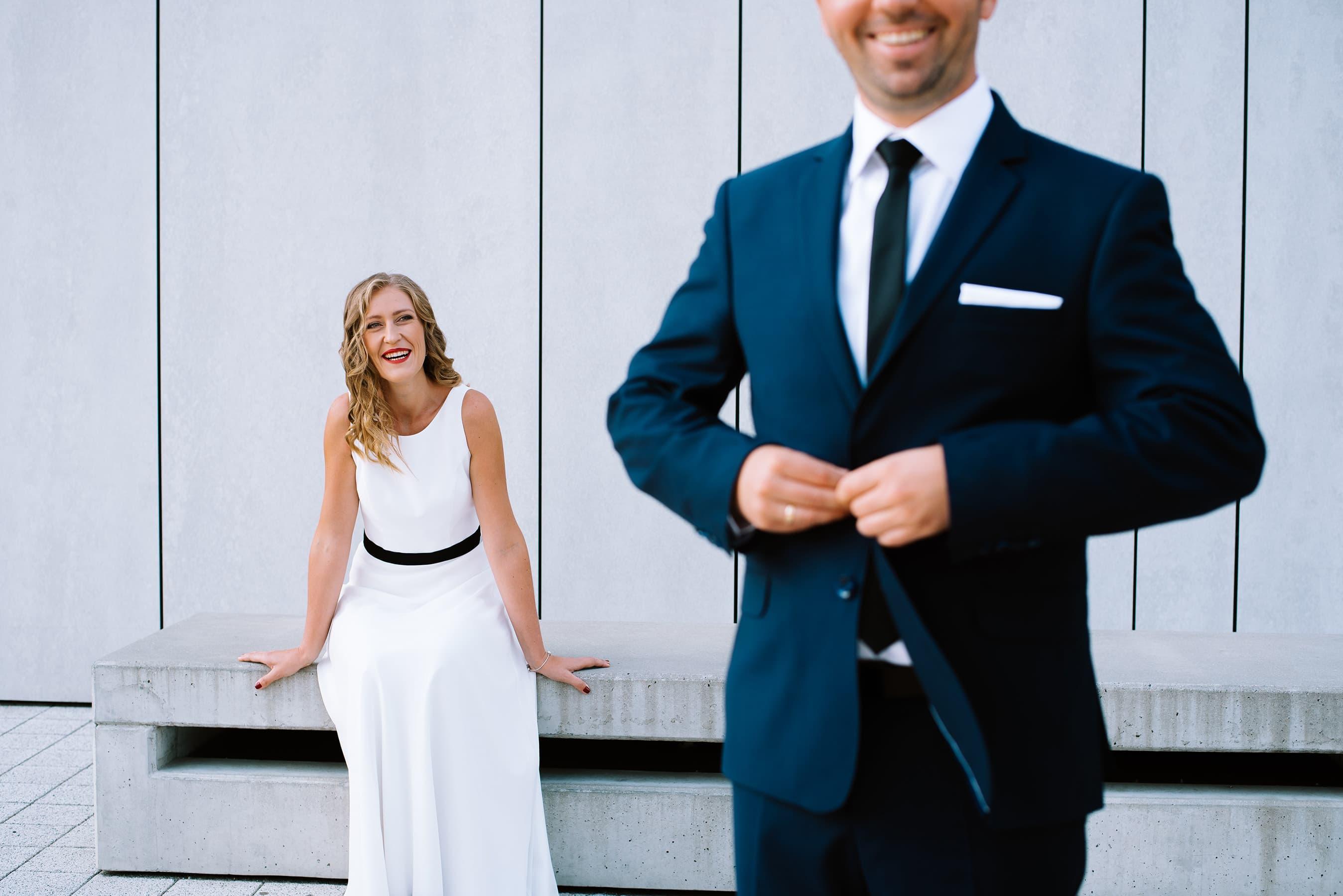 wesołą sesja zdjeciowa ślubna